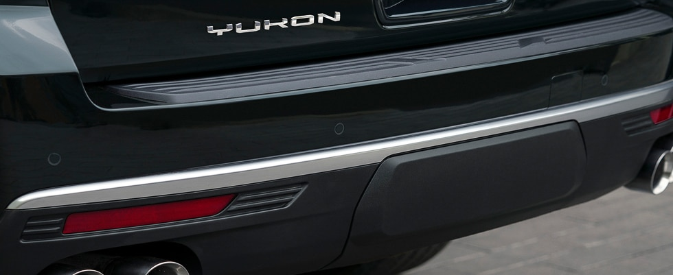 Professional Grade chrome-accented grille of the Yukon full size SUV